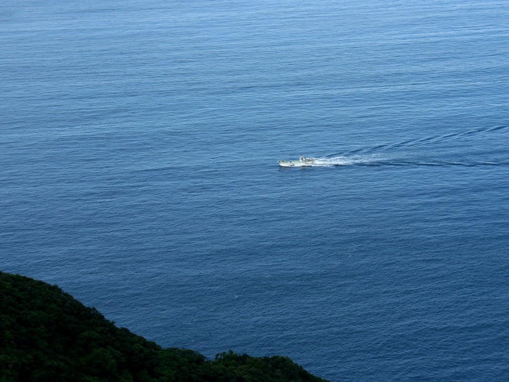 ・白砂・夏雲・白雲・青空 無料壁紙・写真素材>海・青い海・蒼い海・コバルトブルーの海・ビーチ・白