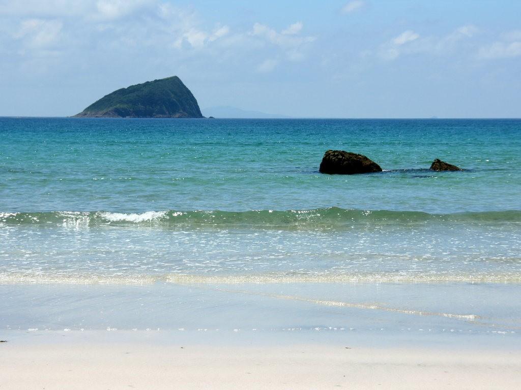 白砂・コバルトブルーの海・夏雲・蒼空 無料壁紙・写真素材>ビーチ・砂浜・白砂・コバルトブルーの海