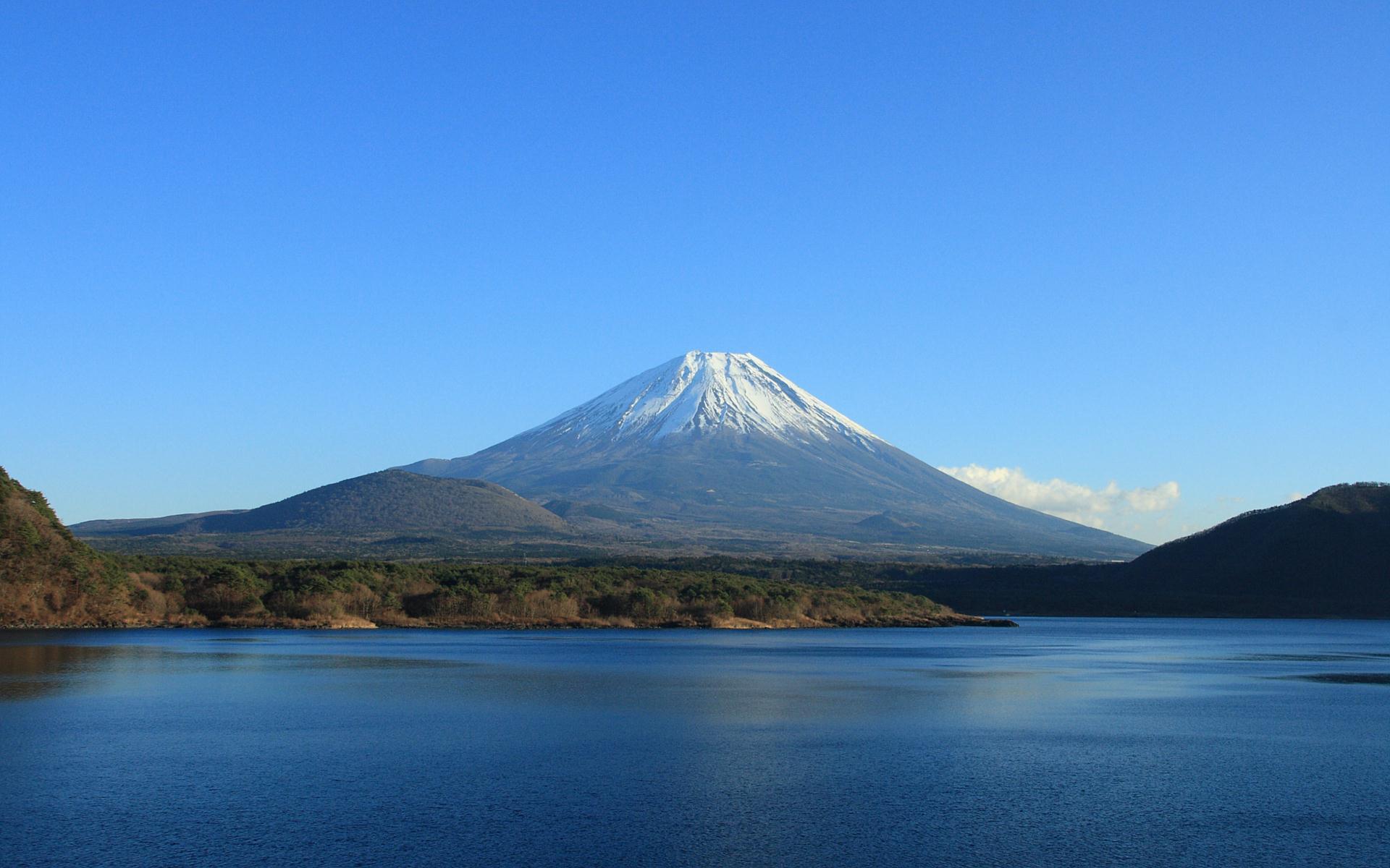 富士山の壁紙 写真素材 朝霧高原 本栖湖から見た富士山